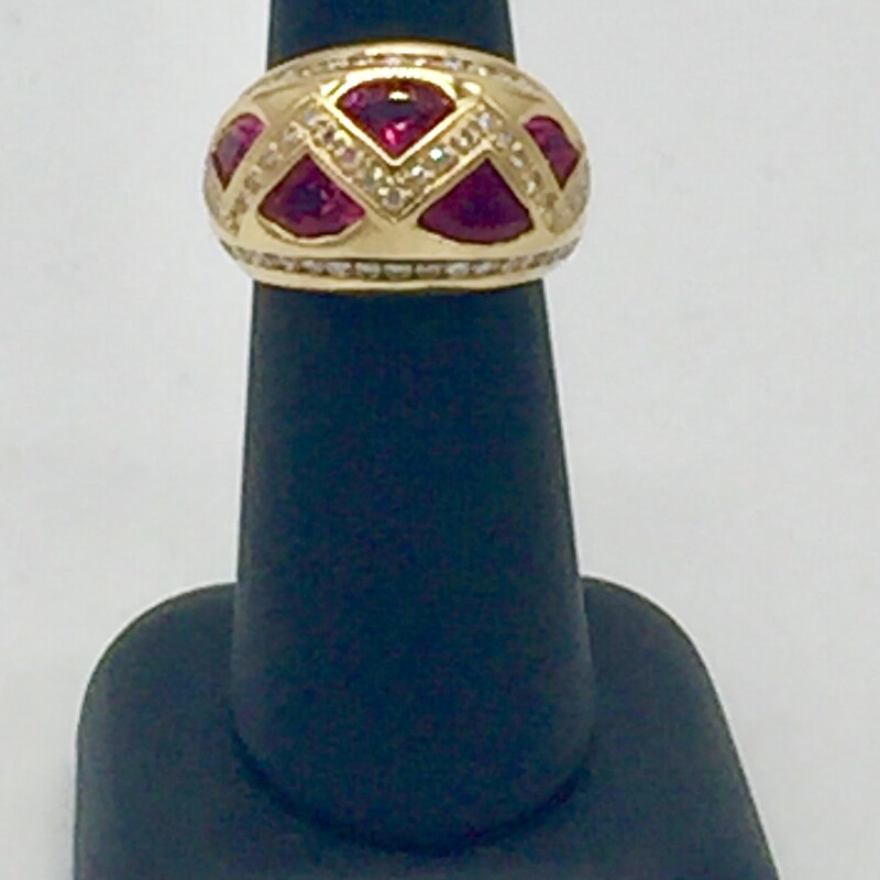 18KT YELLOW GOLD DOME SHAPE BAND<br /> 2.26CTTW PINK TRILLION CUT SAPPHIRES<br /> .89CTTW ROUND BRILLIANT CHANNEL SET DIAMONDS.<br /> FINGER SIZE 6.25<br /> CAN BE RESIZED<br /> <br /> <br /> 18kt 1tw Rb Pink Sapp Dom, YELLOW, Size: LCHH