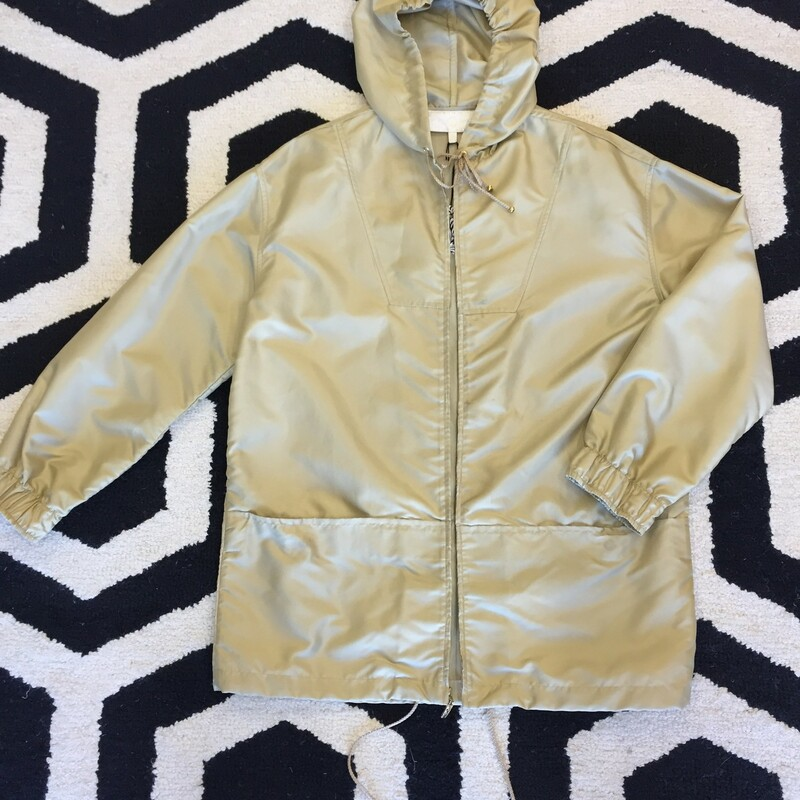 St. John Sport Rain Coat lightly worn. Perfect for the fall/winter months and great for layering. Size Med; Beige