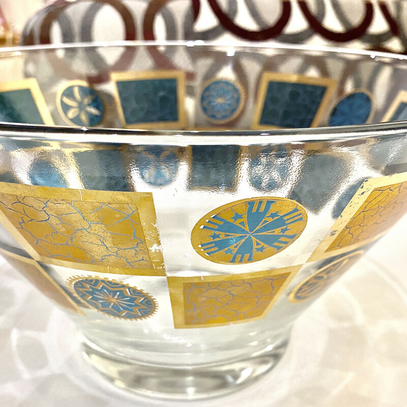 "Mid Century Glass Bowl<br /> Size: 10""dia"