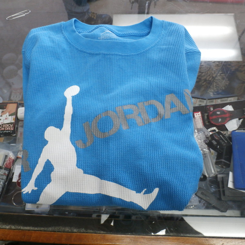 Title: Jordan YOUTH long sleeve thermal blue (Large 16/18) #25182<br /> Our Clothes Rating: 4- Fair Condition<br /> Brand: Jordan<br /> size: YOUTH Large 16/18- (Across chest: 17&quot; Length: 24&quot;)<br /> color: blue<br /> Style: pullover long sleeve thermal<br /> Condition: 4- Fair Condition - light pilling and fuzz; noticeable small stains throughout the front back and sleeves;<br /> Shipping: FREE<br /> Item #: 25182