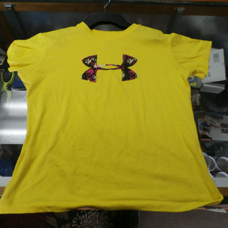 "Title: Youth Under Armour shirt medium loose yellow 24088<br /> Our Clothes Rating: 3 - Good Condition<br /> Brand: Under Armour<br /> size: Youth Medium- (Across chest: 18"" Length: 20"")<br /> color: yellow<br /> Style: T-Shirt<br /> Condition: 3- Good Condition - some pilling and fuzz; some fading and discoloration; wrinkles; some stretching and wear from washing and wearing; small, light brown stain on lower back; no rips or tears<br /> Shipping: FREE<br /> Item #: 24088"