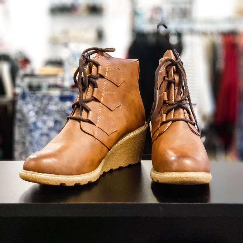 Beautiful Dirty Laundry Boots.<br /> - Brown color<br /> - Front shoelace<br /> - Tan sole<br /> - Heel height: 2.75 in.<br /> - US size 8.5, EUR size 39<br /> - Sole length: 10 in.<br /> <br /> * Please note that these measurements and pictures are for refere