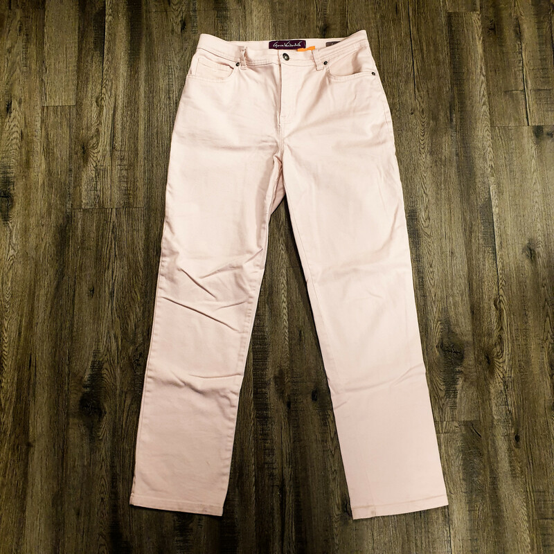 "Beautiful Gloria Vanderbild Jeans.<br /> - ""Amanda"" style<br /> - Light pink color<br /> - Real front and back pockets<br /> - Waist circumference: 32 in.<br /> - Length: 39 in.<br /> - Size Small/6<br /> <br /> * Please note that these measurements and pictures are for reference only and may vary slightly from the original."