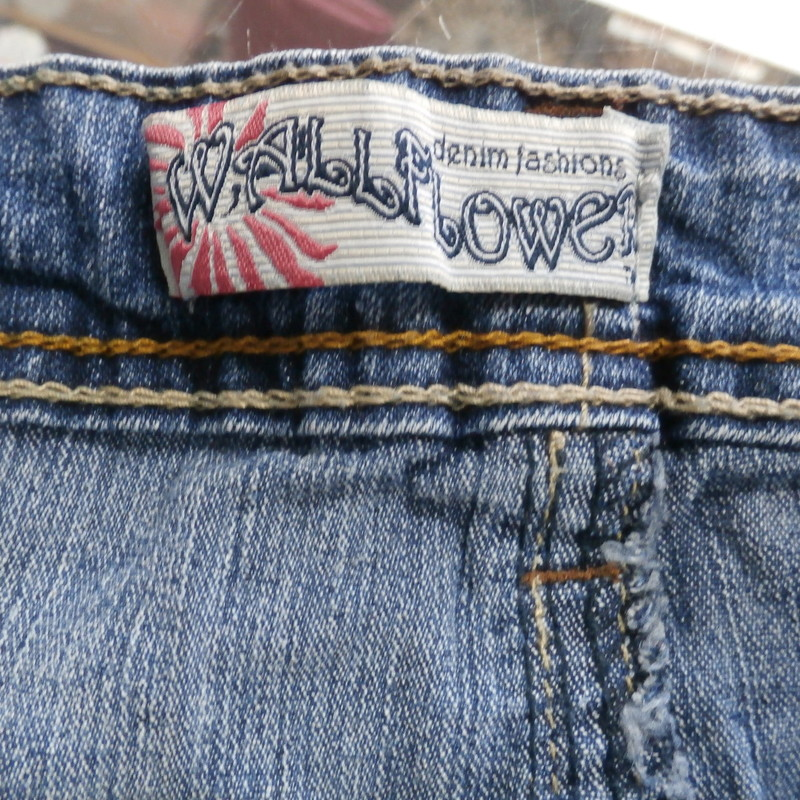 Wallflower women&#039;s shorts denim size 7 blue cotton blend #25507<br /> Rating: (see below) 3- Good Condition<br /> Team: n/a<br /> Event: n/a<br /> Brand: Wallflower<br /> Size: Women&#039;s- 7 (Measured: Across waist 14&quot;, length 10&quot; inseam: 2.5&quot;)<br /> Color: blue<br /> Style: shorts, button and zipper fly; 5 pockets; booty shorts<br /> Material: cotton blend<br /> Condition: - 3 Good Condition - wrinkled, minor pilling and fuzz; slight fading; stretched out from use; discolored; bottom of pants legs are curled up; lots of loose strings on leg bottoms;<br /> Item #: 25507<br /> Shipping: FREE