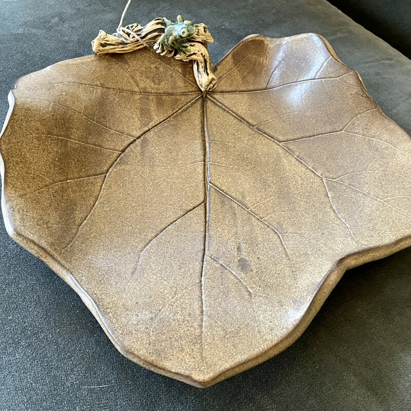 Leaf shaped bowl by R. Wollf with tiny little Frog<br /> Size: 11x11