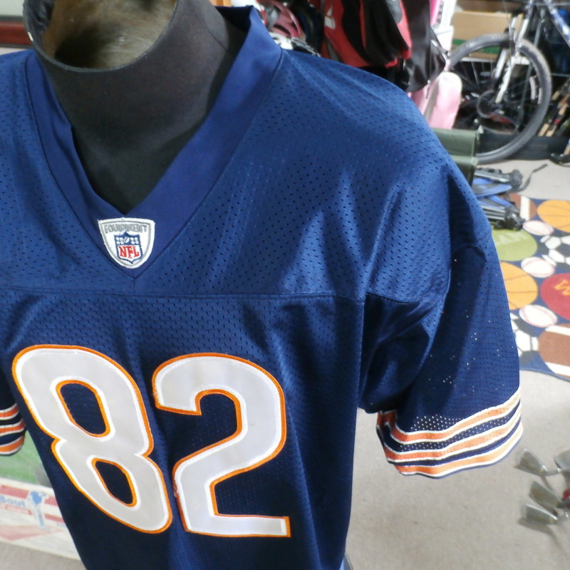 Title: Chicago Bears Olsen jersey Reebok size 50 #25433<br /> Our Clothes Rating: 3 - Good Condition<br /> Brand: Reebok<br /> size: Men&#039;s 50- (Across chest: 26&quot; Length: 32&quot;)<br /> color: blue<br /> Style: short sleeve; embroidered; pullover<br /> Condition: 3- Good Condition - some pilling and fuzz; some fading and discoloration; wrinkles; some stretching and wear from washing and wearing; small snags throughout; no stains; no rips or tears<br /> Shipping: FREE<br /> Item #: 25433