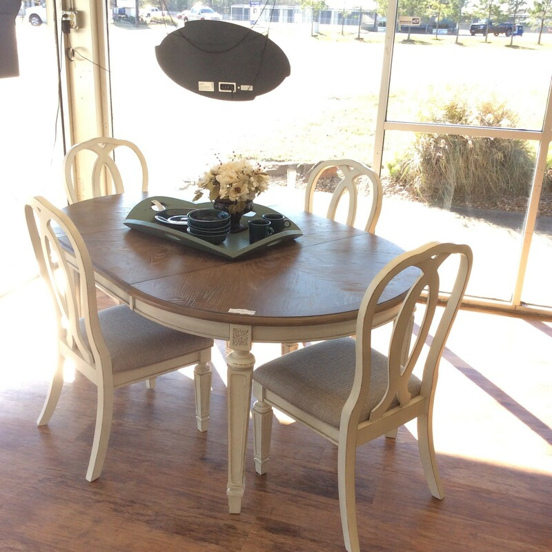 Dining Table W/ 4 Chairs/.