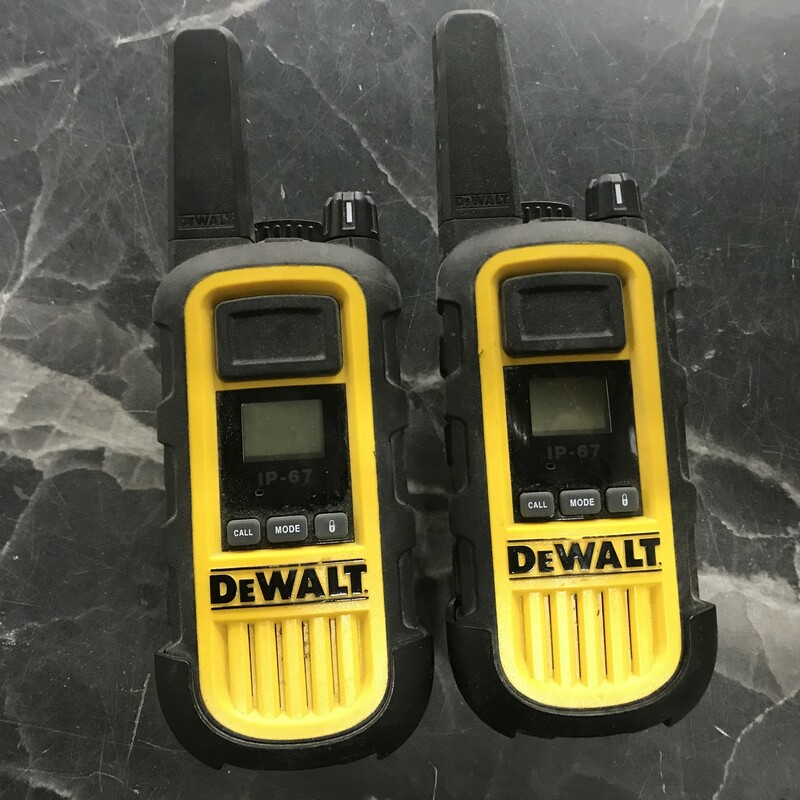 Walkie Talkies, DeWalt, Size: IP-67