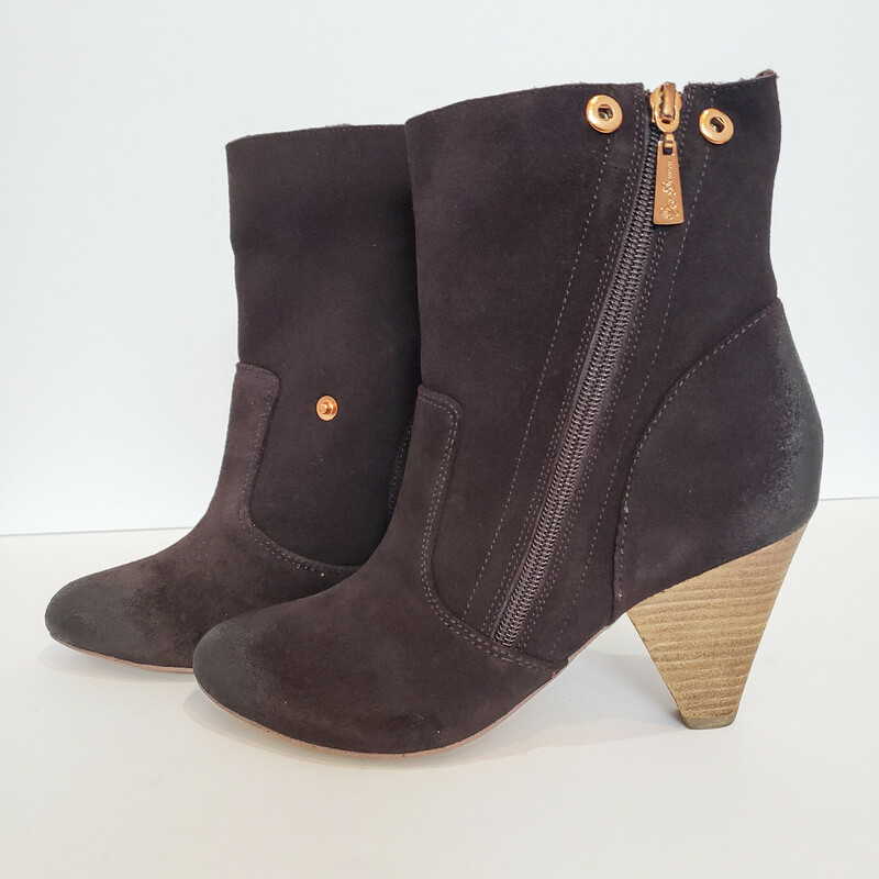 Matt Bernson<br /> Brown Ankle Boot with Faux Fur<br /> Can be work up or folded over<br /> Size 7.5<br /> Comes with Box