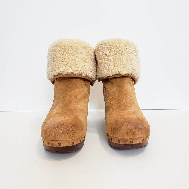Ugg<br /> Tan Suede with Cream Shearling<br /> Size 9<br /> Original Retail $180